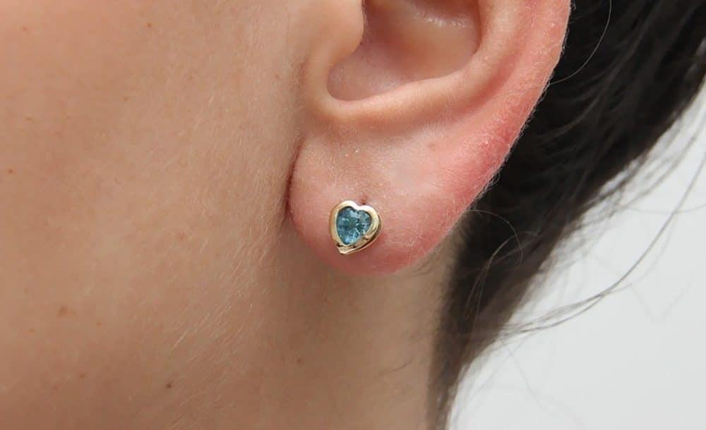 brinco-coracao-zirconia-azul-folheado-ouro-18k-francisca-joias-2-1