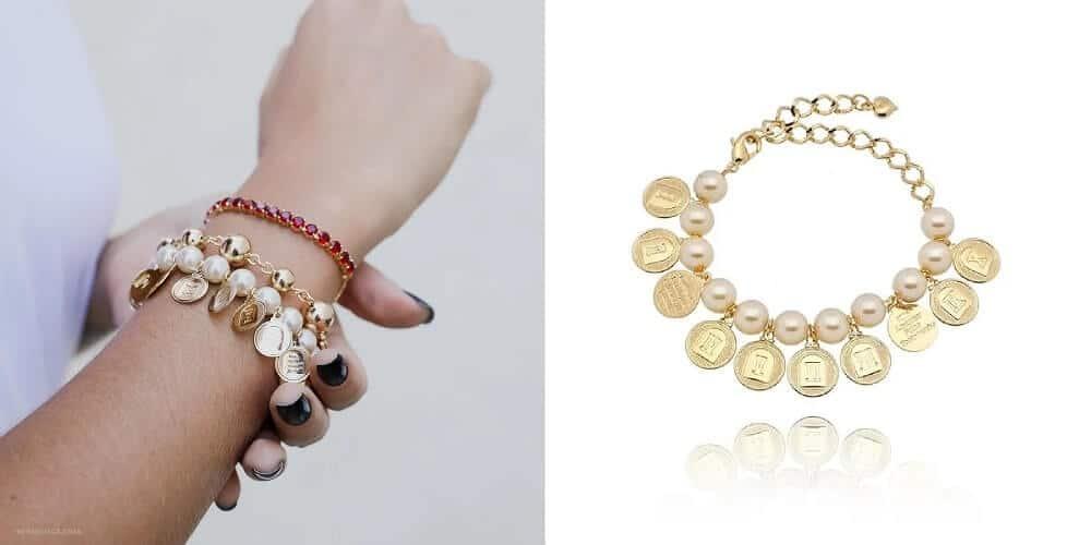 Mix de pulseiras com pulseira de pérolas e medalhas 10 mandamentos