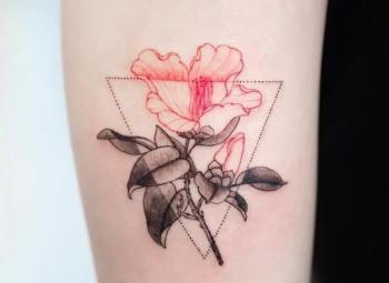 imagem de tatuagem feminina fe uma flor