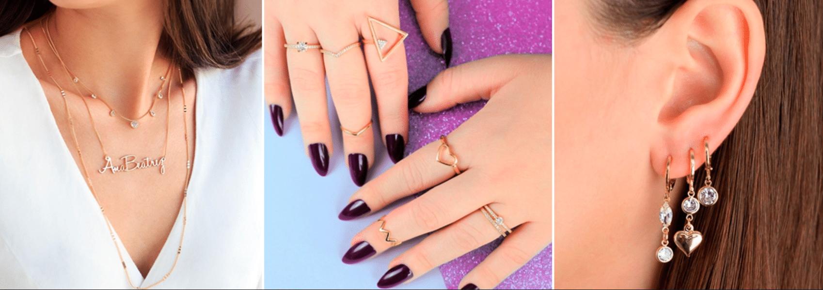imagem de joias minimalistas nas mãos, pescoço e orelhas de uma mulher