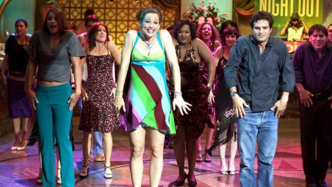 imagem do filme de repente 30 com cena de dança com diversas pessoas em uma pista